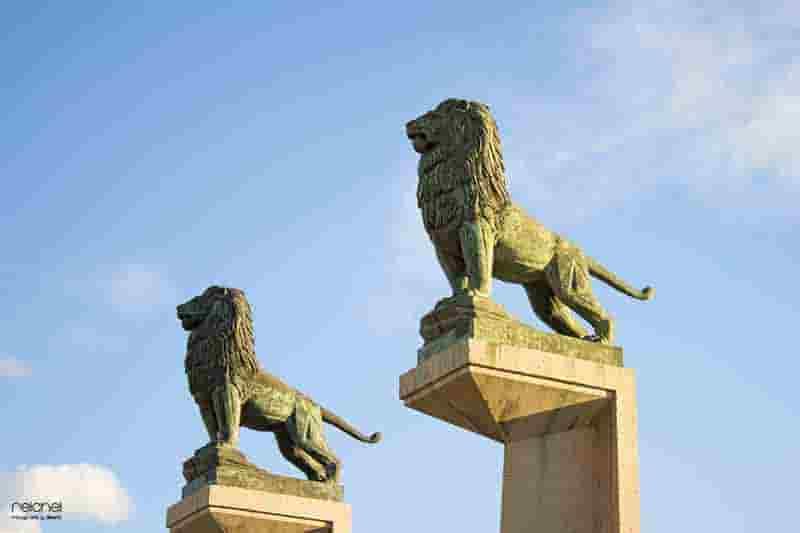 leones del puente de piedra